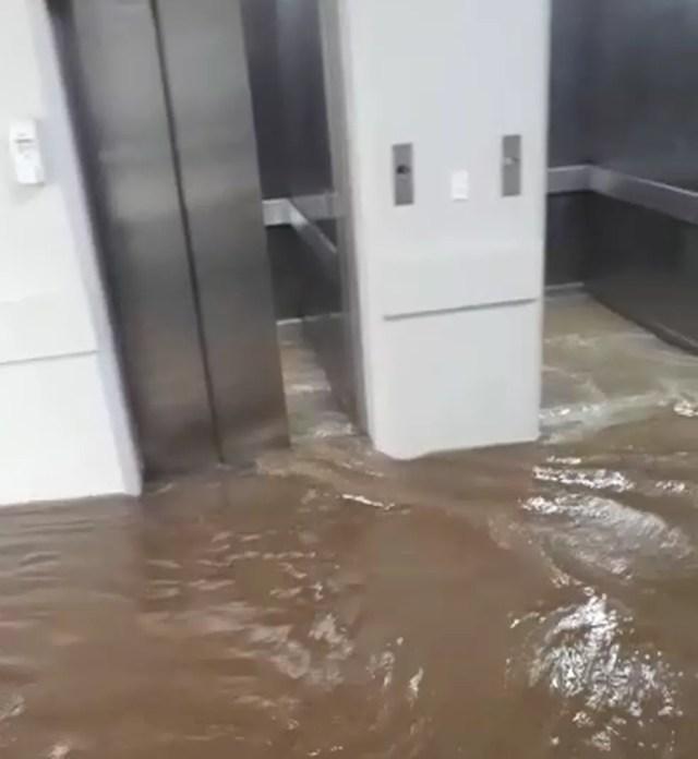 Água da chuva invadiu antigo Pronto Socorro de Cuiabá — Foto: Reprodução