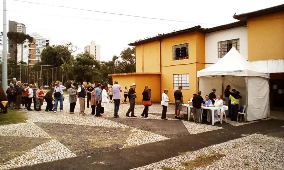 Neste ano, professores foram inseridos no público alvo da vacinação (Foto: João Melo/RPC Curitiba)