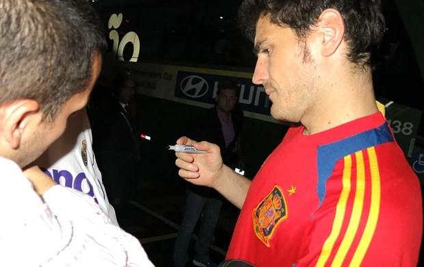 Casillas autógrafos Espanha hotel (Foto: Cintia Barlem)