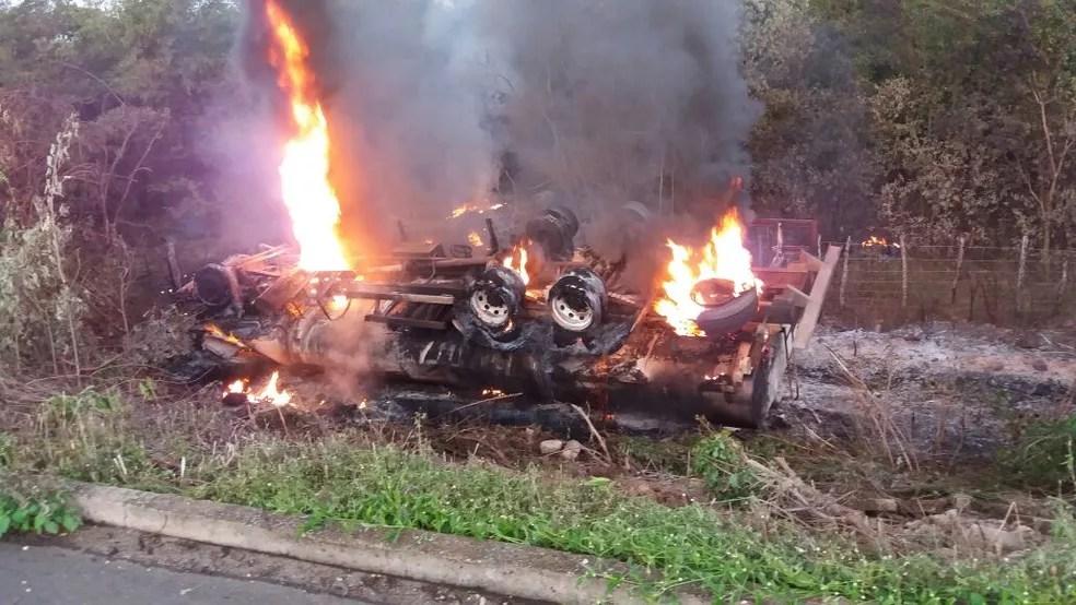 Caminhão-tanque tombou e explodiu na PI-305 (Foto: Genival Cardoso)