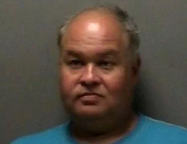Lonnie Hutton foi preso após 'fazer sexo' com caixa eletrônico e mesa de piquenique (Foto: Divulgação/Murfreesboro Police Department)