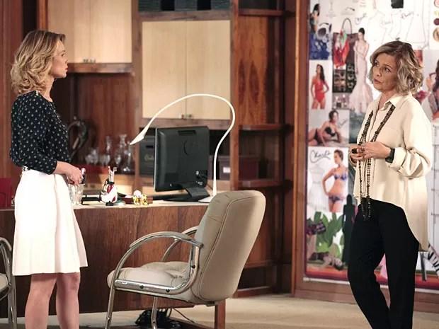 Juliana e Charlô conversam sobre Nando (Foto: Guerra dos Sexos / TV Globo)