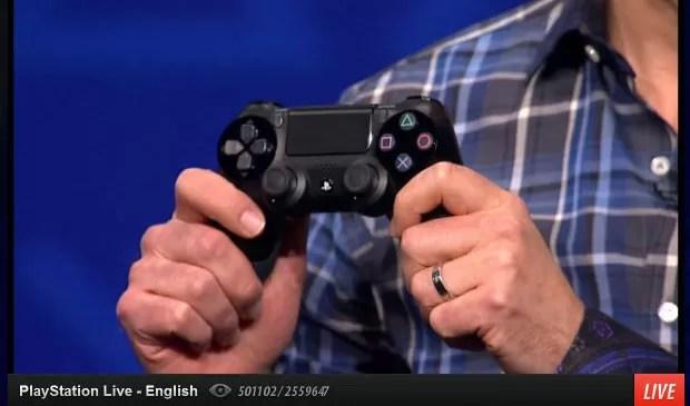 Novo controle DualShock 4 com touchpad é apresentado nesta quarta-feira (20). (Foto: Reprodução)