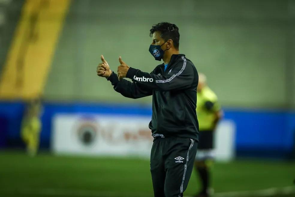 Alexandre Mendes, auxiliar-técnico do Grêmio — Foto: Lucas Uebel / Grêmio FBPA