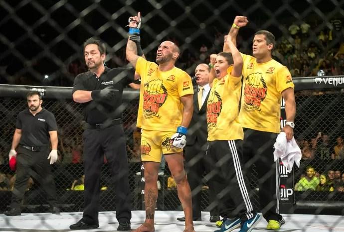Dudu Bastos chegou a sua 8ª vitória consecutiva no MMA, e segue invicto (Foto: Jana Aguiar)