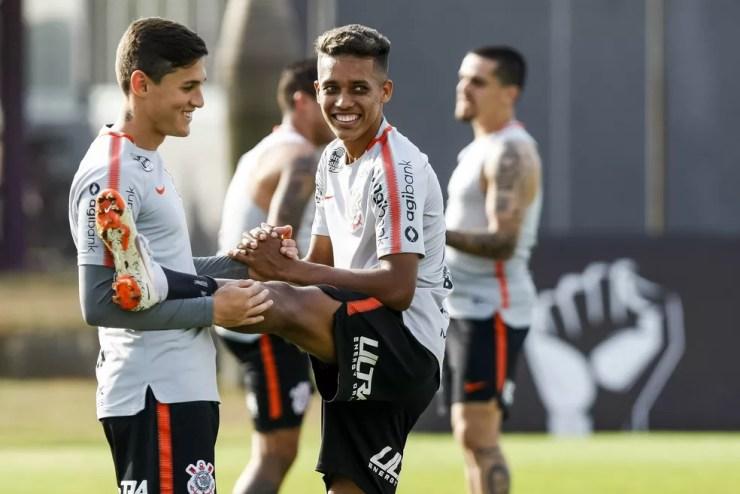 Mateus Vital e Pedrinho são opções de movimentação no ataque (Foto: Daniel Augusto Jr/Ag. Corinthians)