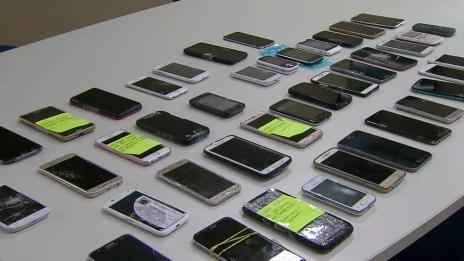 Em abril deste ano, 496 celulares foram recuperados pelo programa Alerta Celular, do governo de Pernambuco (Foto: Reprodução/TV Globo)