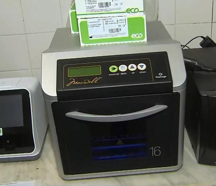 Equipamento onde é feito teste rápido desenvolvido pela UFBA para identificar o coronavírus — Foto: Reprodução/TV Bahia