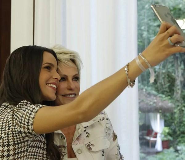 A campeã do BBB17 tira aquela selfie com Ana Maria (Foto: Felipe Monteiro/Gshow)