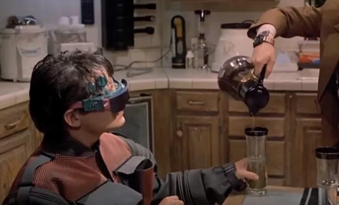 Óculos de realidade virtual já existem (Foto: Reprodução/YouTube)