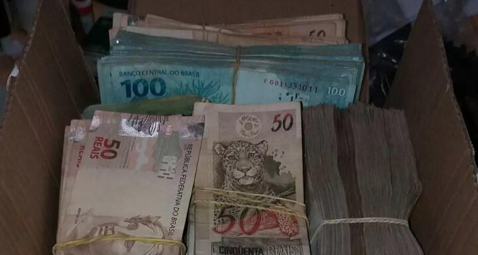 Dinheiro foi encontrado em uma chácara em Formoso (Foto: Polícia Militar/ Divulgação)