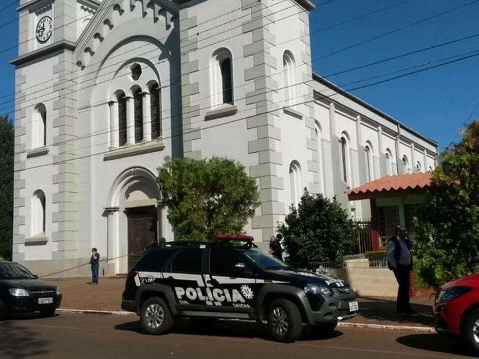 Crime ocorreu na sala paroquial ao lado da igreja de Tapejara — Foto: Dulci Sachetti/RBS TV