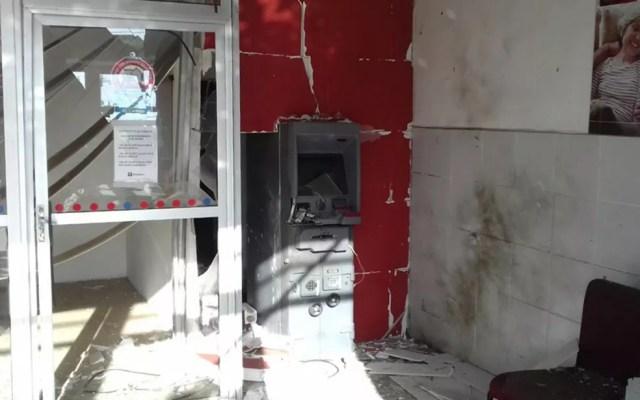 Criminosos explodiram caixa de banco, mas não levaram dinheiro, diz Polícia (Foto: Beto Silva/TV Paraíba)