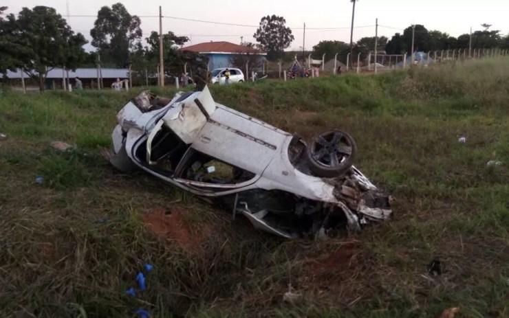 Motorista perdeu controle da direção e capotou veículo  (Foto: Tafre Notícias)