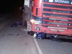 Motociclista morreu após acidente com carreta, no norte do Tocantins (Foto: Divulgação/Luiz Hernandes)