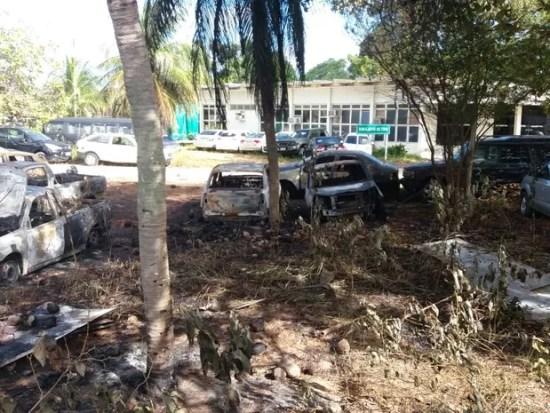 A Degepol confirmou que pelo menos dez carros foram incendiados (Foto: Fred Carvalho/G1)