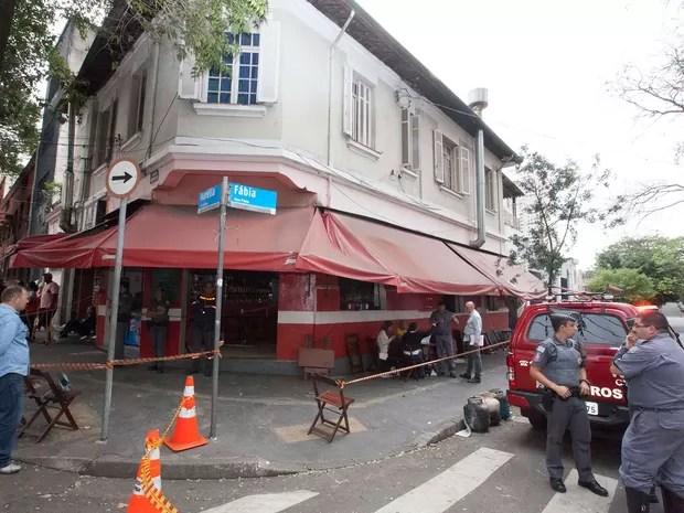 Uma pessoa morreu após fogo em restaurante na Vila Romana, na região da Lapa (Foto: Mario Angelo/Sigmapress/Estadão Conteúdo)