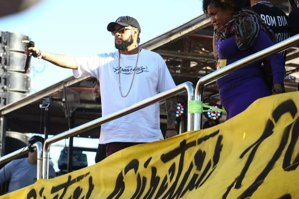 Rapper Emicida foi um dos artistas que participaram do ato no Largo da Batata (Foto: Aloisio Mauricio/Fotoarena/Estadão Conteúdo)