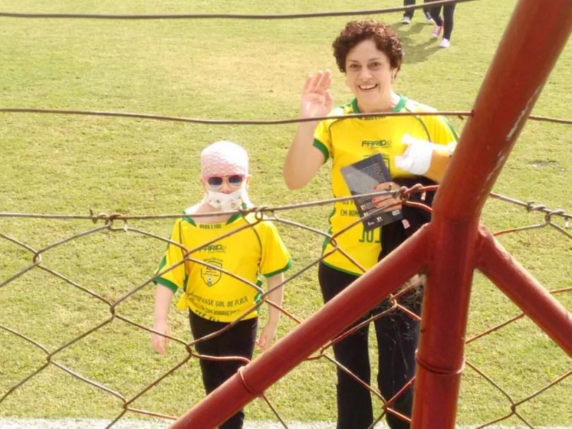 Júlia Abrame e a mãe Adriana Abrame durante jogo solidário em Tatuí (Foto: Arquivo Pessoal/Adriana Abrame)