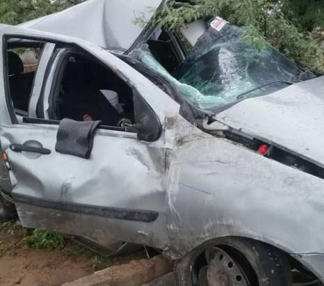 Carro capotou após motorista perder o controle do veículo (Foto: Sérgio Galindo/Divulgação)