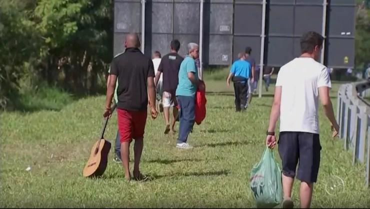 Cerca de 80 pacientes saíram de clínica de reabilitação em Araçoiaba da Serra (Foto: Reprodução/TV TEM)