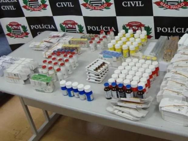 Suspeito aguardava remessa com medicamentos em sua casa, segundo polícia (Foto: Divulgação/Polícia Civil)