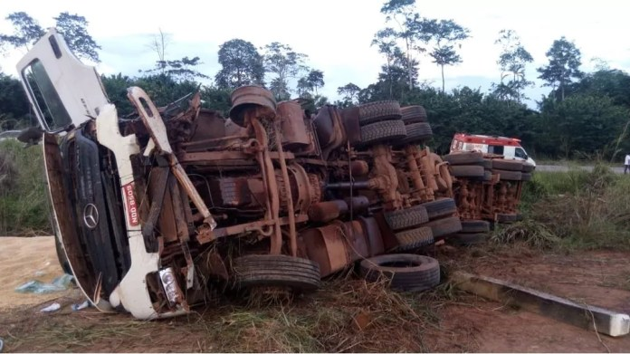 Acidente aconteceu no Km 552, da BR-364, em Rio Crespo (RO) (Foto: Carlos Alberto Pereira/Arquivo Pessoal)