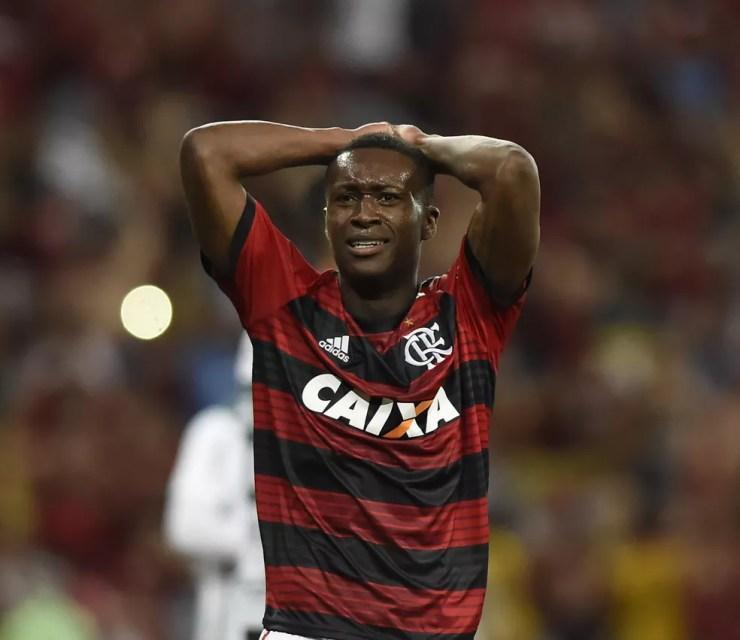 Flamengo vai precisar encorpar o elenco devido ao fim dos empréstimos de Marlos (foto) e Geuvânio  — Foto: André Durão