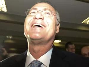 Renan Calheiros (PMDB-AL) nos corredores do Senado pouco antes da eleição que definiu seu nome como novo presidente da Casa (Foto: Ed Ferreira / Estadão Conteúdo)
