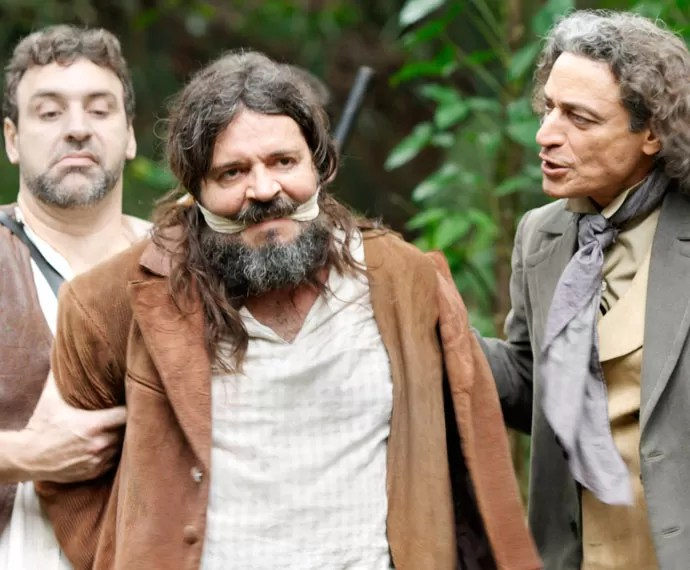 Bento consegue prender Bernardo (Foto: TV Globo)