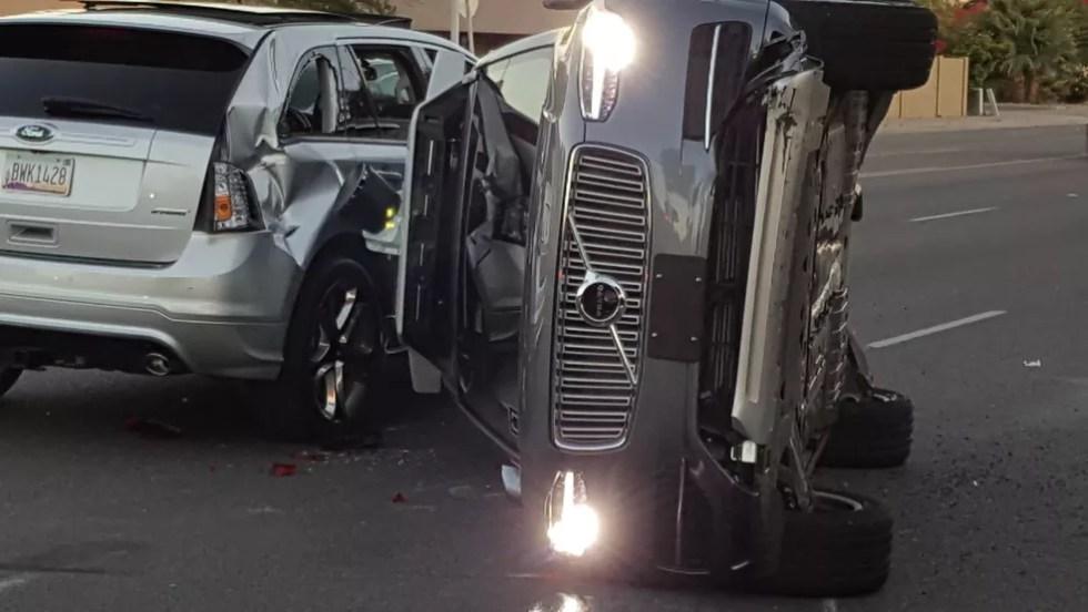 Carro autônomo do Uber tombou em acidente nos Estados Unidos (Foto: Courtesy FRESCO NEWS/Mark Beach/Handout via REUTERS)