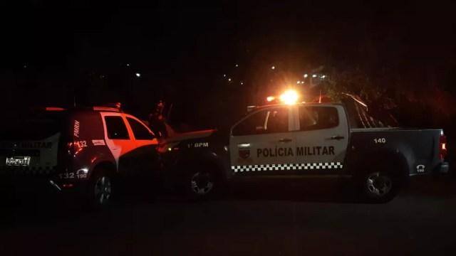 Testemunhas disseram à polícia que viram mulher correndo no asfalto, antes de ser encontrada morta no Baldo, em Natal — Foto: Sérgio Henrique Santos/Inter TV Cabugi