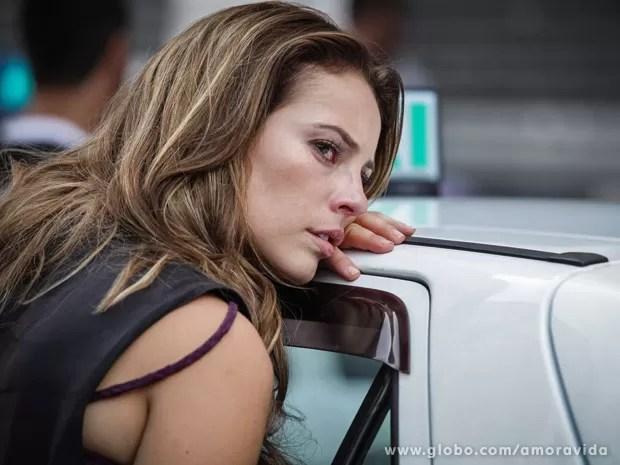 Paloma chora, arrasada (Foto: Amor à Vida / TV Globo)