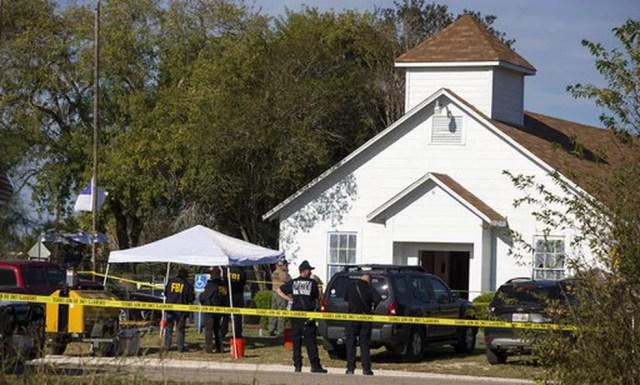 Igreja cercada por policiais após tiroteio no Texas (Foto: Nick Wagner/Austin American-Statesman vía AP)