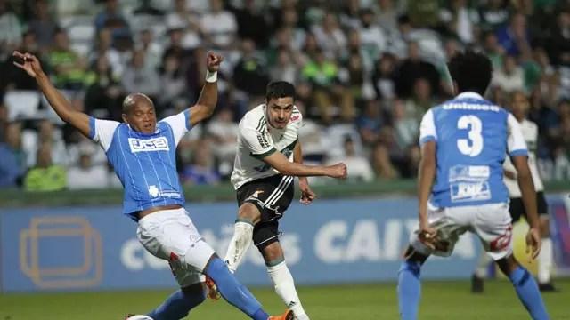 Com golaços e polêmicas, Coritiba e São Bento ficam no empate no Couto Pereira