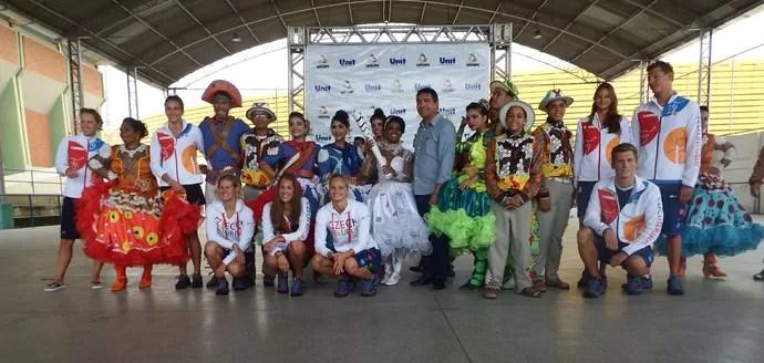 Quadrilha junina visita nadadores olímpicos (Foto: Divulgação/SETESP)