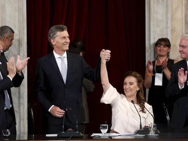 Macri e sua vice Gabriella Michett após o juramento como presidente e vice-presidente nesta quinta-feira (10) no Congresso (Foto: REUTERS/Andres Stapff)