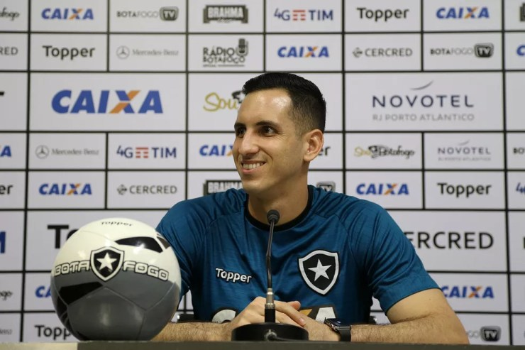 Gatito ficou feliz com a notícia de ter sido eleito o melhor goleiro da Copa do Brasil 2017 (Foto: Divulgação/Botafogo)