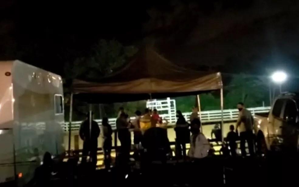 Vaquejada clandestina com 750 pessoas é encerrada e multada em mais de R$ 65 mil em Aparecida de Goiânia, Goiás — Foto: Divulgação/Prefeitura de Aparecida de Goiânia