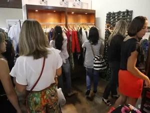Evento é profuzido durante o período das trocas de coleções, o que possibilita os preços baixos (Foto: Marcos Matheus/Mov. InFoco-AAposta)