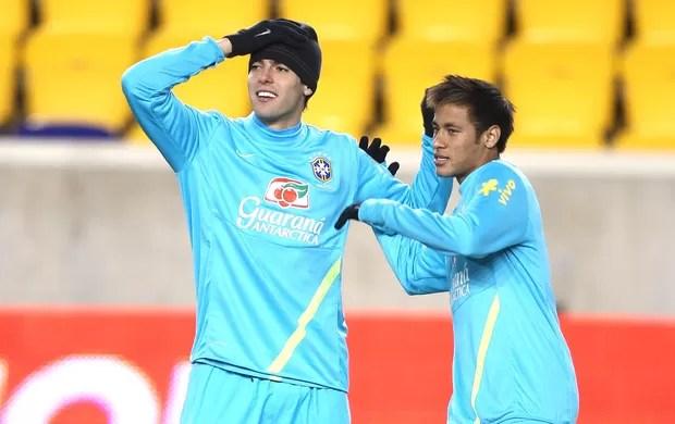 Kaka e Neymar, treino seleção Brasileira (Foto: Mowa Press)