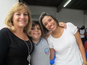 Professora Marlene, Diego e a estagiária Carol (Foto: Mariane Rossi/G1)