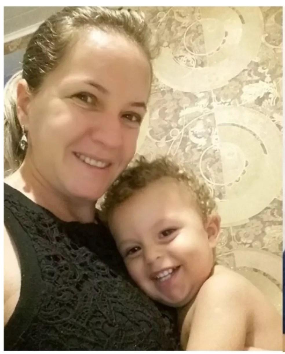 Ex-companheira e filho de policial foram mortos a tiros em Camboriú. — Foto: Reprodução/Facebook