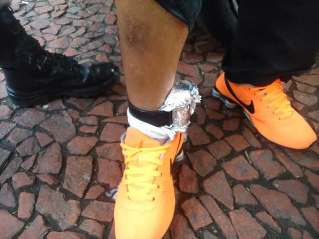 Homem colocou papel alumínio para burlar sistema de tornozeleira (Foto: Divulgação/Brigada Militar)