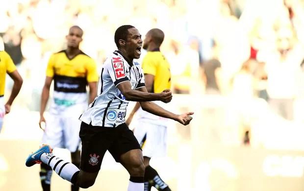 Elias gol, Corinthians x Criciuma (Foto: Marcos Ribolli)