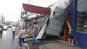 Bombeiros informaram que ninguém se feriu (Foto: Alan César/ TV Anhanguera)