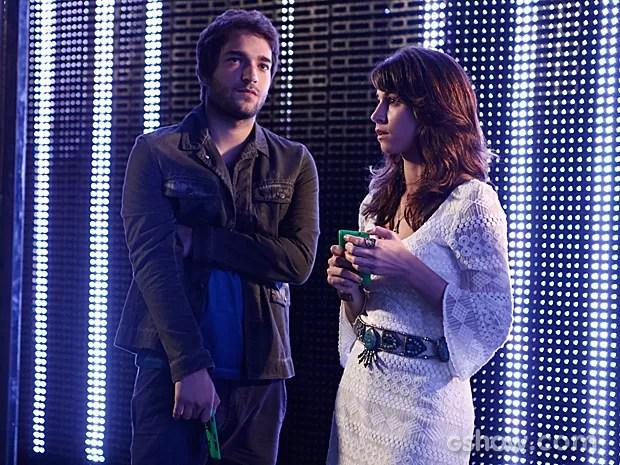 Davi e Manu ficam impressionados com a mensagem de Vicente (Foto: Inácio Moraes / TV Globo)