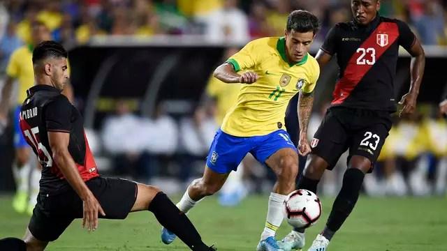 Philippe Coutinho no amistoso contra o Peru