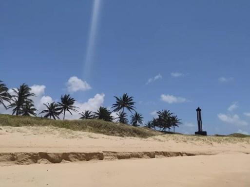 Praia de Baía Formosa, com farol ao fundo  — Foto: Cedida