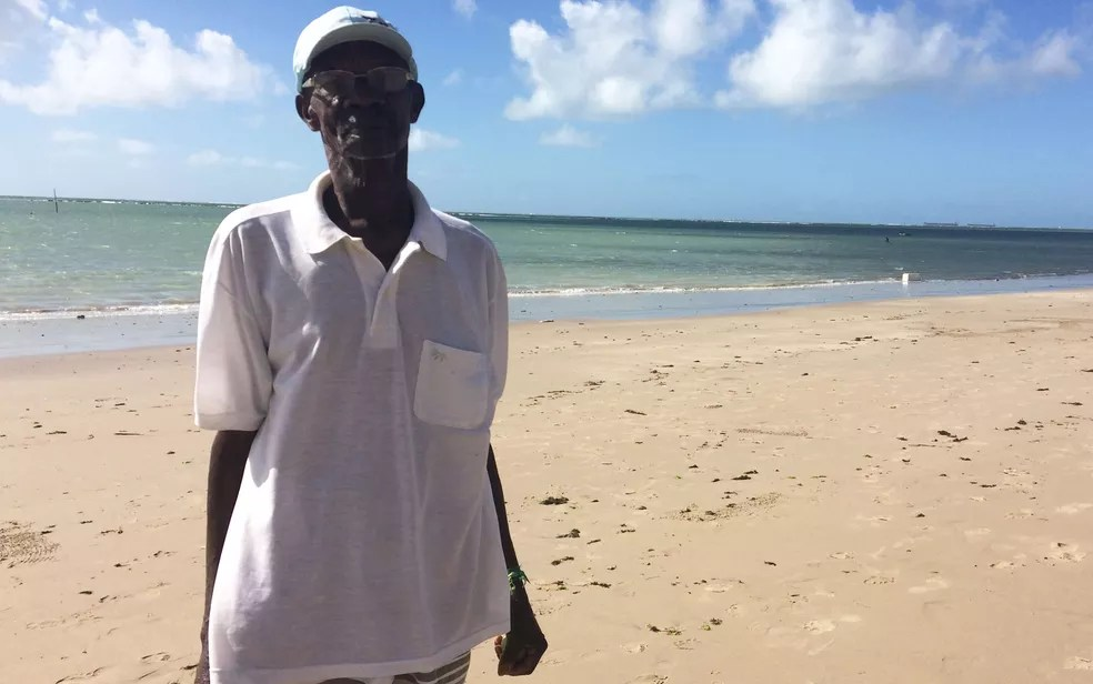 João Francisco era amigo de uma das vítimas do naufrágio, em Mar Grande, na Bahia (Foto: Henrique Mendes / G1)